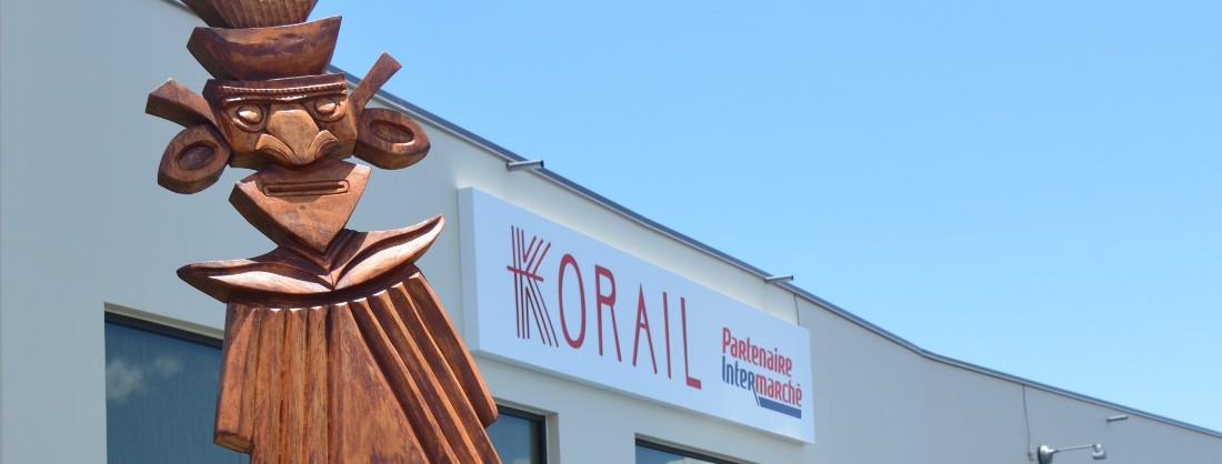 Facade de Korail Baco avec sculpture